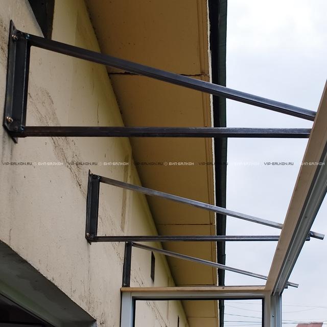 Остекление балконов на последних этажах.