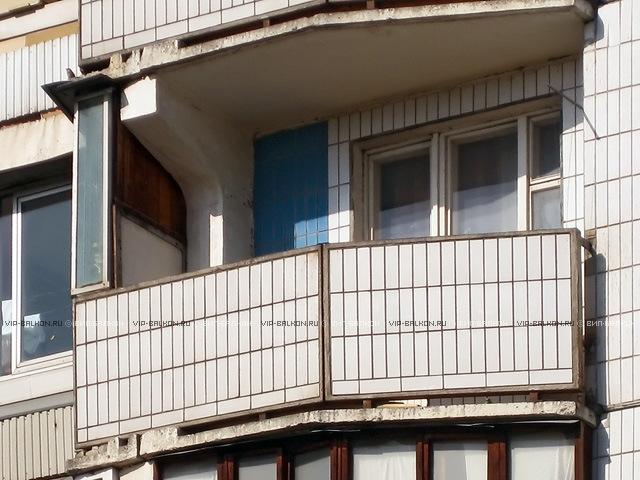 Остекление балконов в доме серии п30..