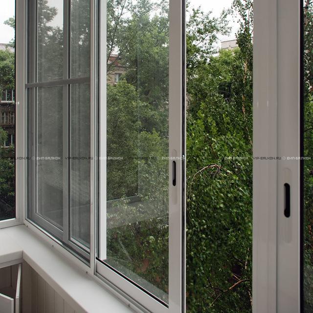 Раздвижной балкон с независимыми створками.