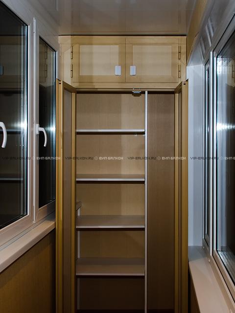 распашной шкаф на лоджии
