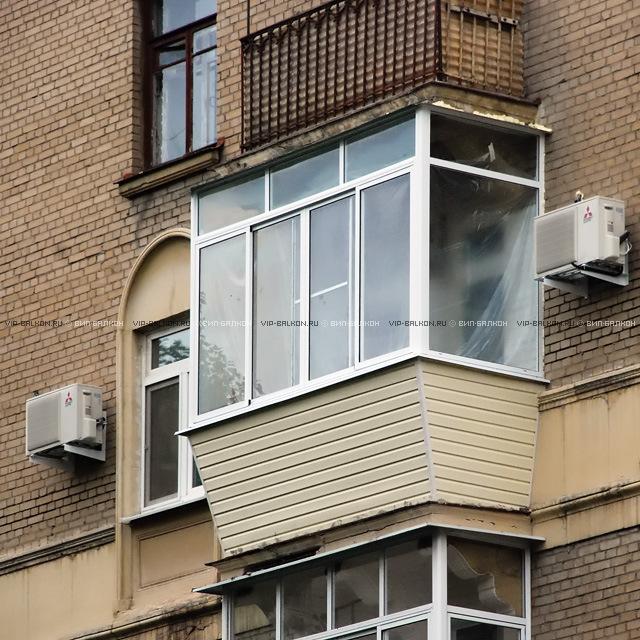 Балкон с выносом остекления на расстояние.